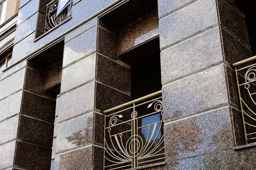 Фасад из гранита от производителей гранита